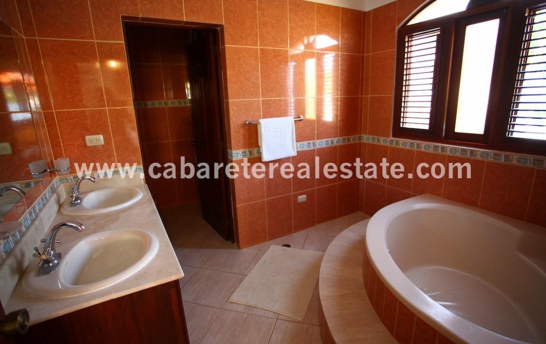 bathtube in amazing house in cabarete