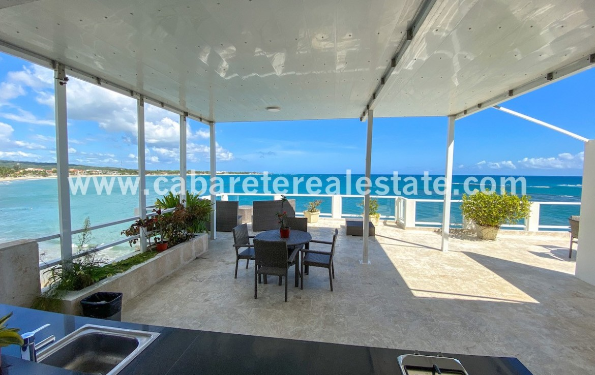 amazing view over the rooftop teracce in luxury beachfronthouse in cabarete bay