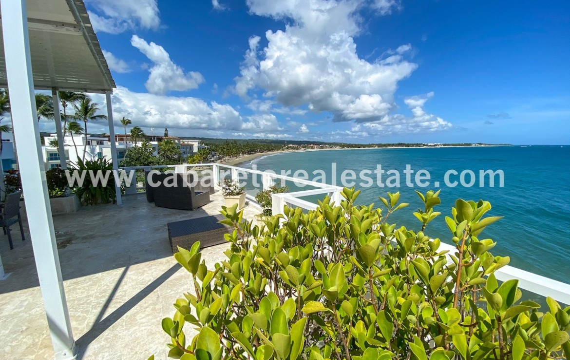beautiful view over the rooftop teracce in luxury beachfronthouse in cabarete bay