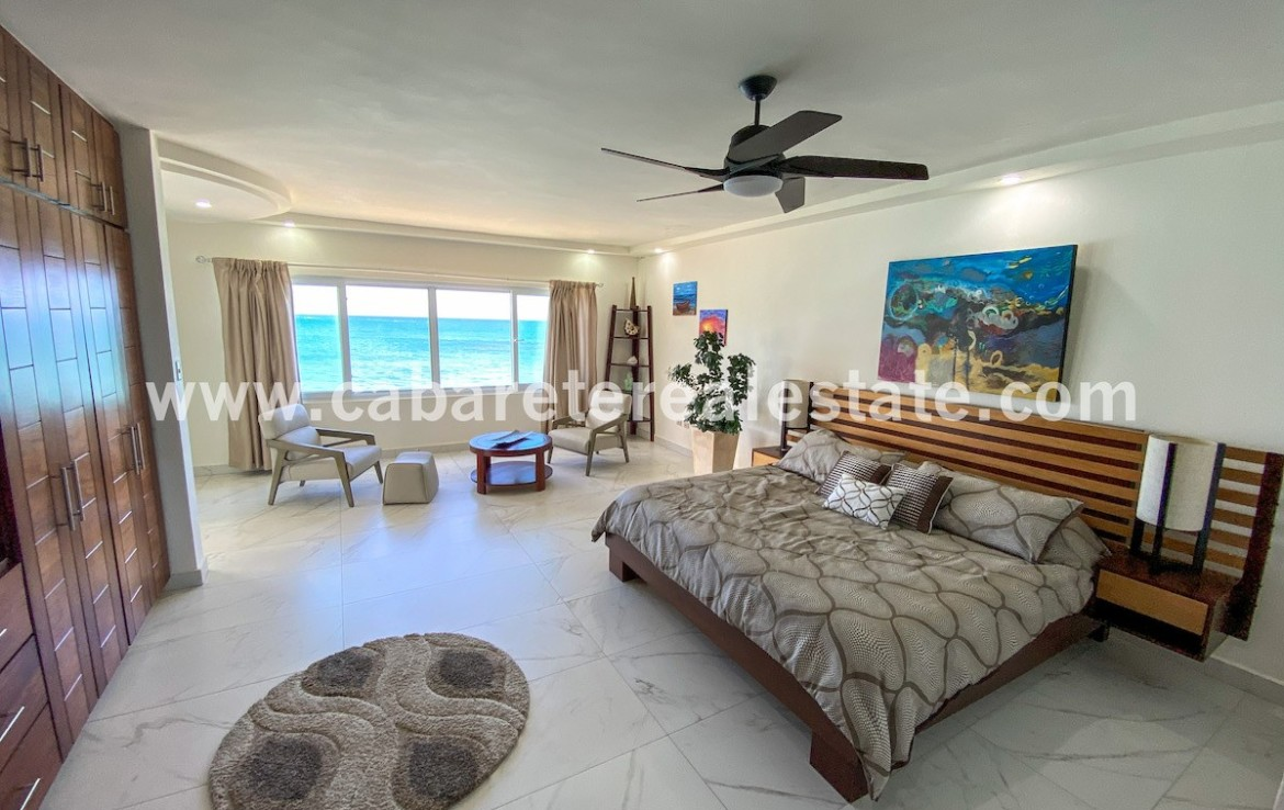 big masterbedroom with stunning ocean view in beachouse directly at cabarete bay