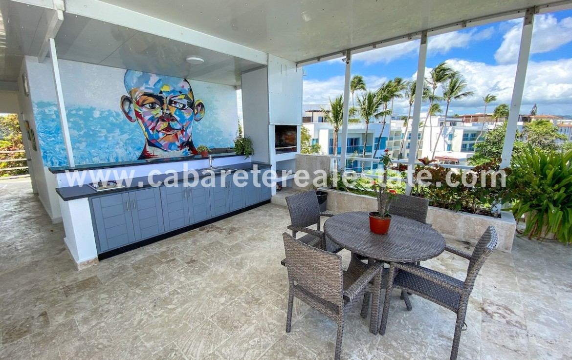 spacious rooftop teracce in luxury beachfronthouse in cabarete bay