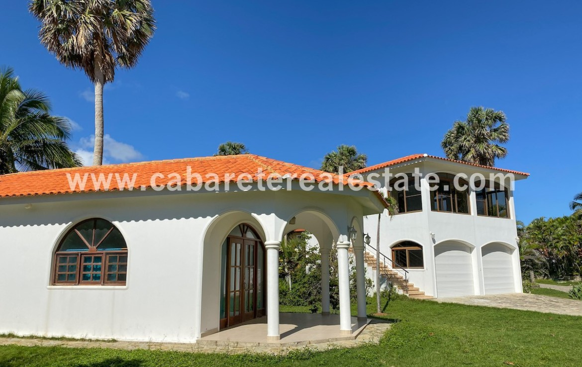 3 building beachfront villa in cabarete