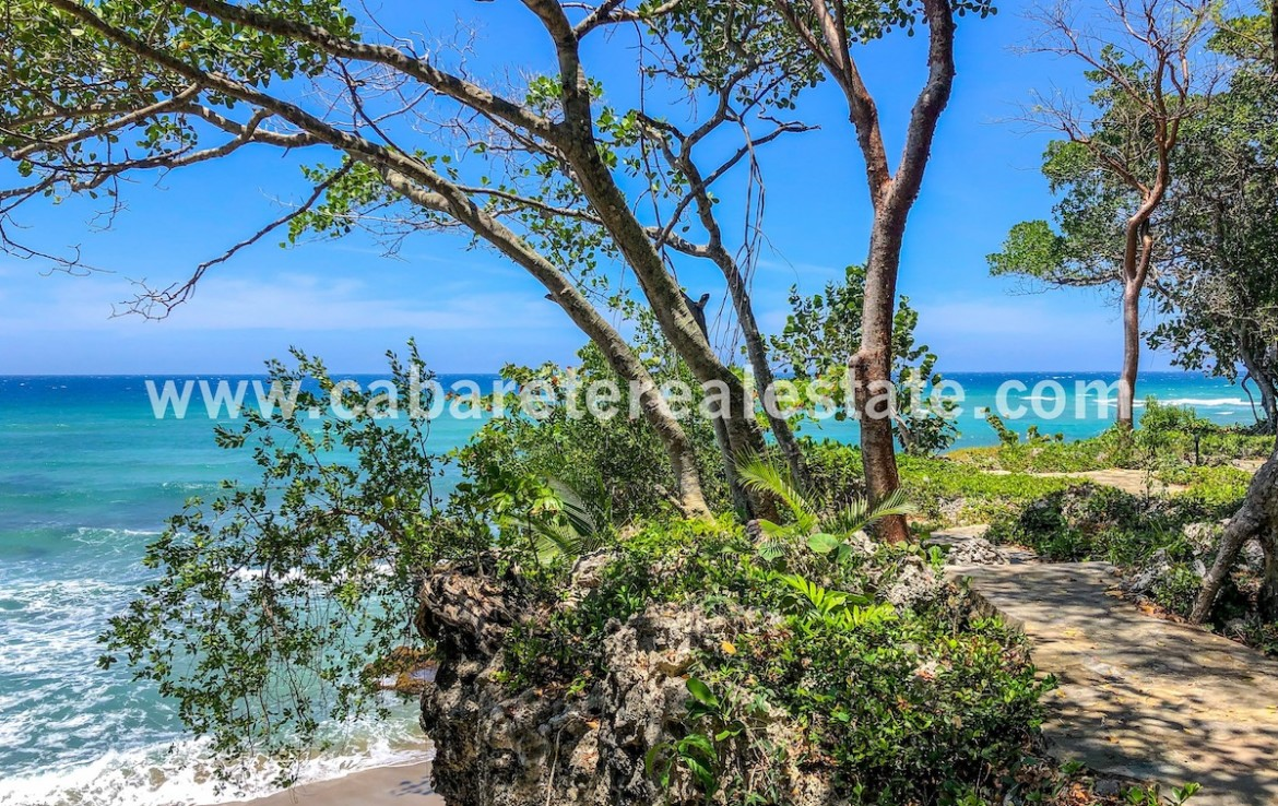 amazing beachwalk view over great surfspot in this gated community just a few meters away from your villa
