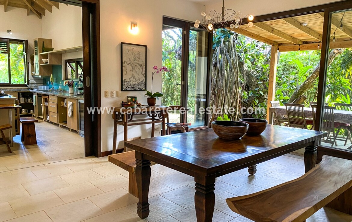 dining indoor guests family kitchen cook eat Cabarete luxury villa deal