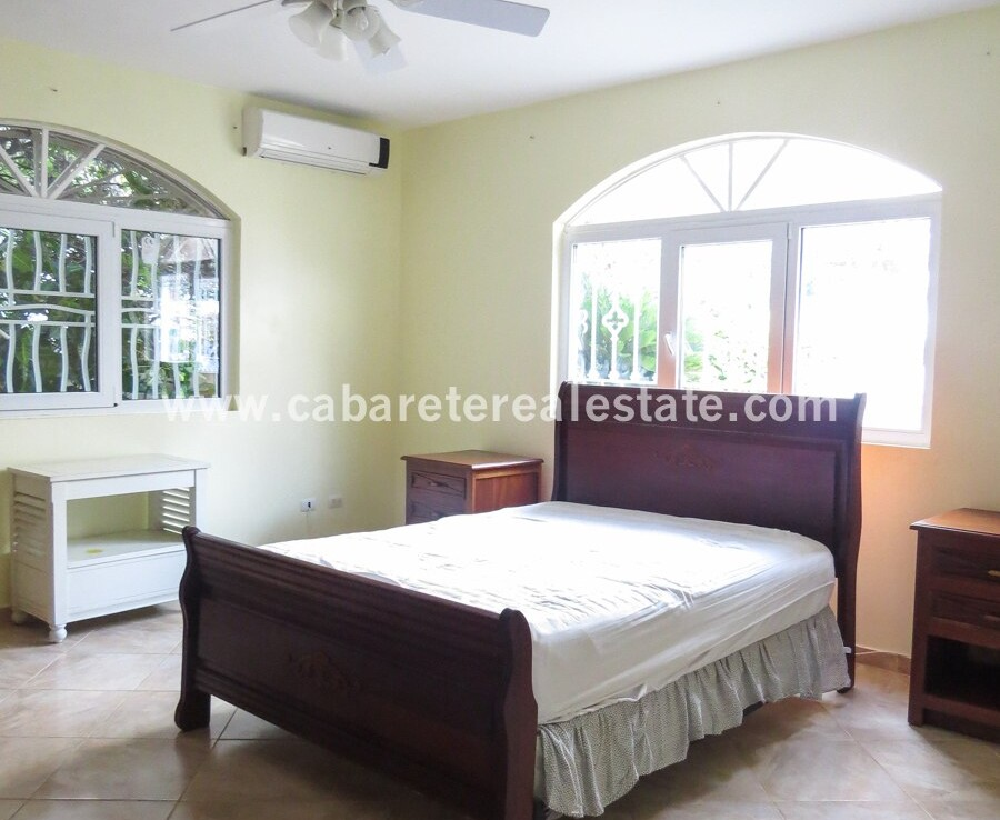 fan ac windows bed bedroom tile large spacious family villa encuentro